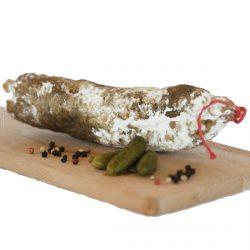 Saucisson au bœuf charolais par la Ferme Bichet, viande de boeuf charolais bio à la ferme traditionnelle, domaine et prairies naturelles, livraison fraîcheur.