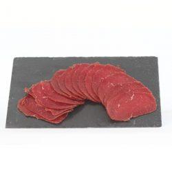 Plateau de viande de boeuf séchée la ferme bichet par la Ferme Bichet, viande de boeuf charolais bio à la ferme traditionnelle, domaine et prairies naturelles, livraison fraîcheur.